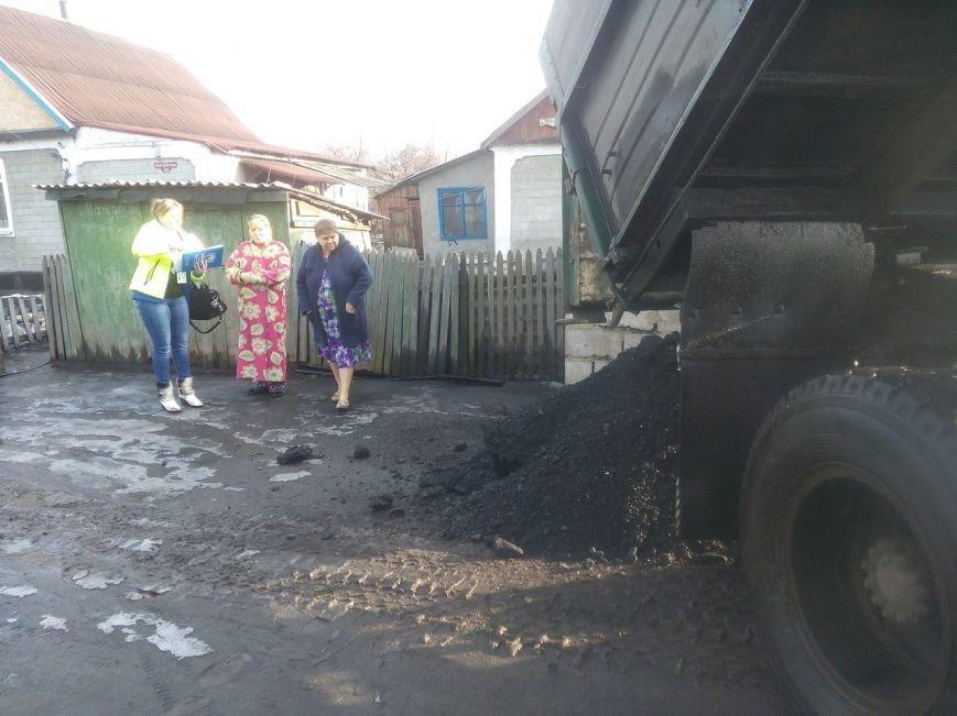 Первые семьи переселенцев получили уголь, фото-5