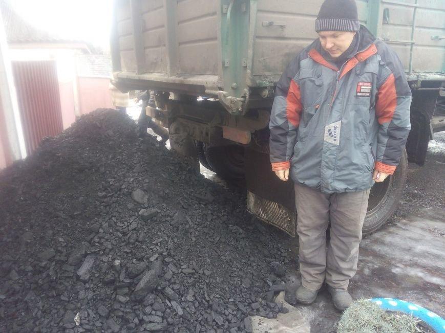 Первые семьи переселенцев получили уголь, фото-2