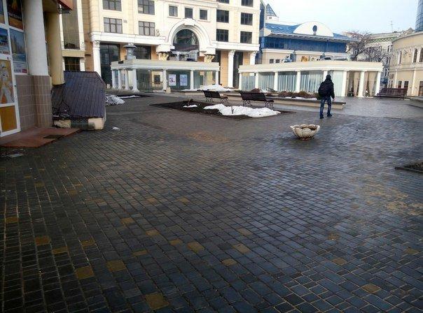 9d89a1e331346ae1ea741c3420bbd5a0 На одесской Греческой площади образовались провалы
