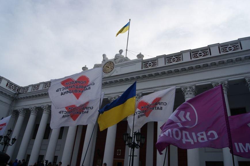 a3efa69163dedea1f23232cd6ecaa74e Одесситы пообещали депутатам горсовета не выпускать их из здания мэрии