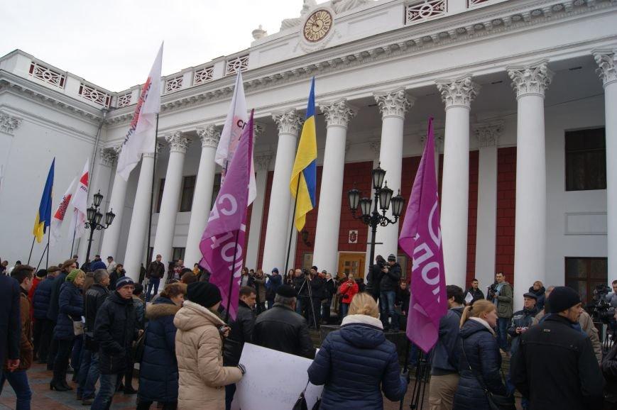 abca66e16635909a7d96d50dcd6622f1 Одесситы пообещали депутатам горсовета не выпускать их из здания мэрии