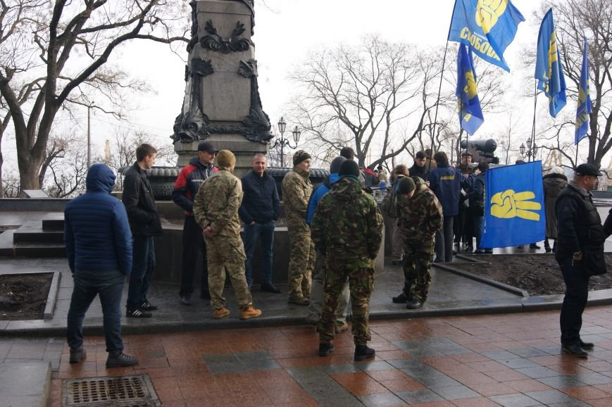 b4b265c684c742b8b191e3e4da57dabe Одесситы пообещали депутатам горсовета не выпускать их из здания мэрии