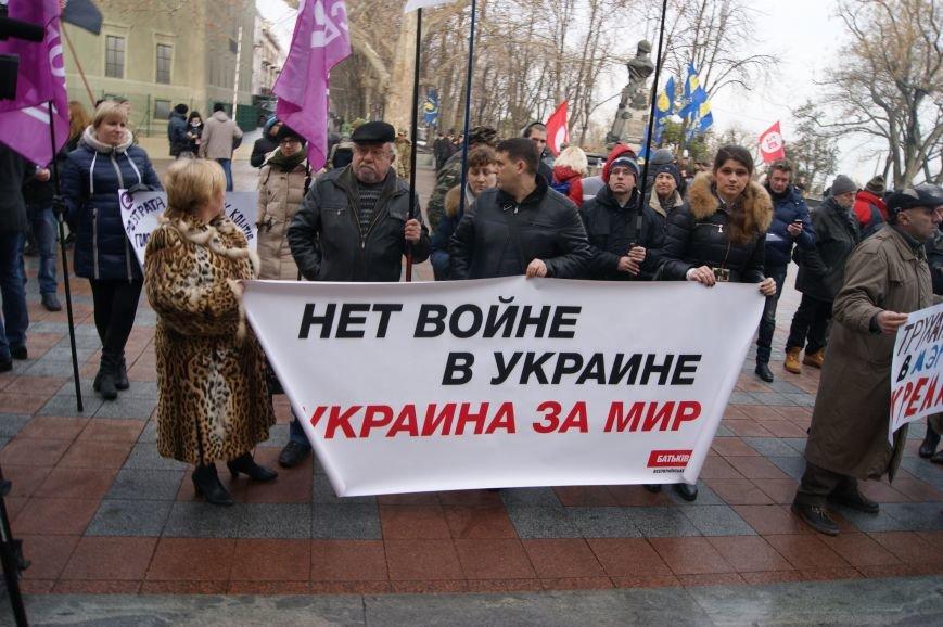 d914bebf355390bf62b6507aa5ea2c93 Одесситы пообещали депутатам горсовета не выпускать их из здания мэрии