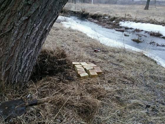 В Донецкой области нашли два тайника с 10 килограммами тротила (ФОТО) (фото) - фото 1