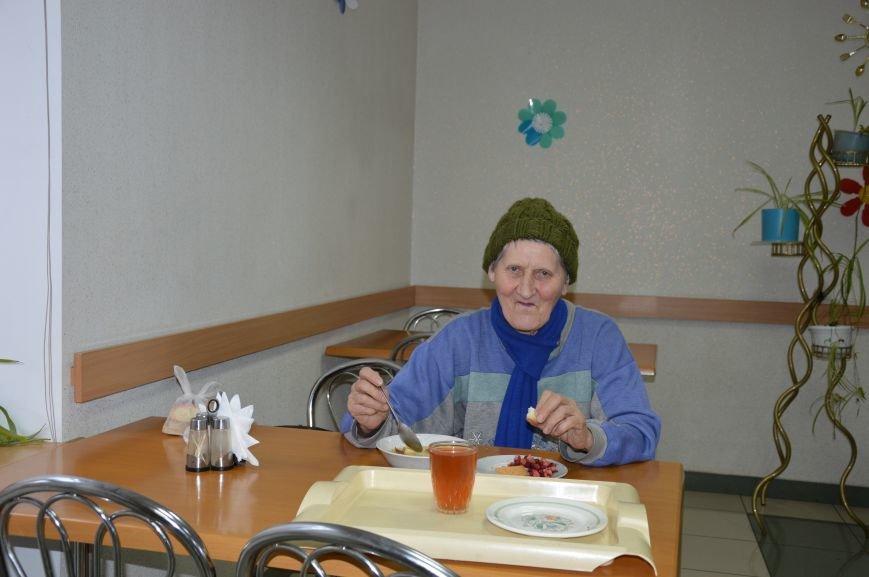 Социальные обеды в кафе «Ровесник» помогли выжить двум сотням авдеевцев (ФОТО), фото-7