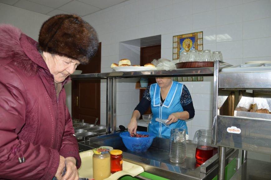 Социальные обеды в кафе «Ровесник» помогли выжить двум сотням авдеевцев (ФОТО), фото-4