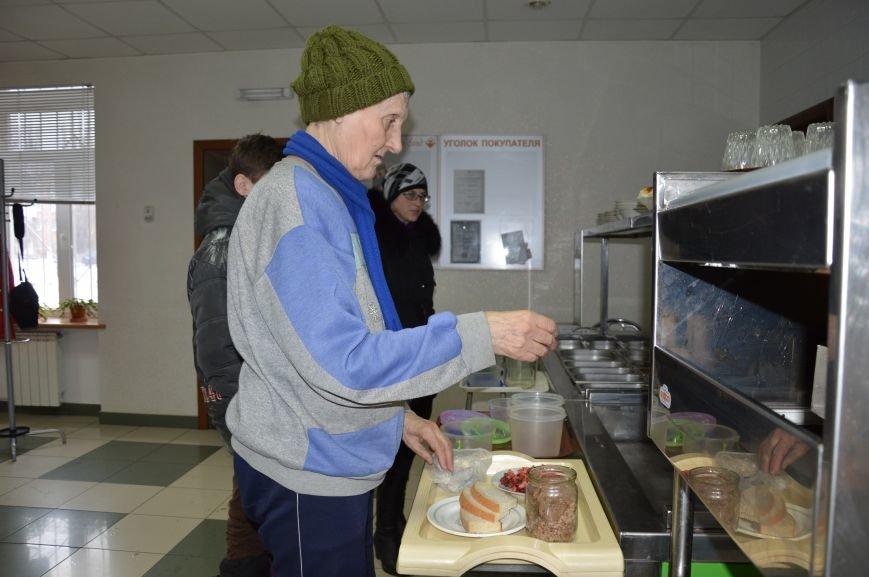 Социальные обеды в кафе «Ровесник» помогли выжить двум сотням авдеевцев (ФОТО), фото-2