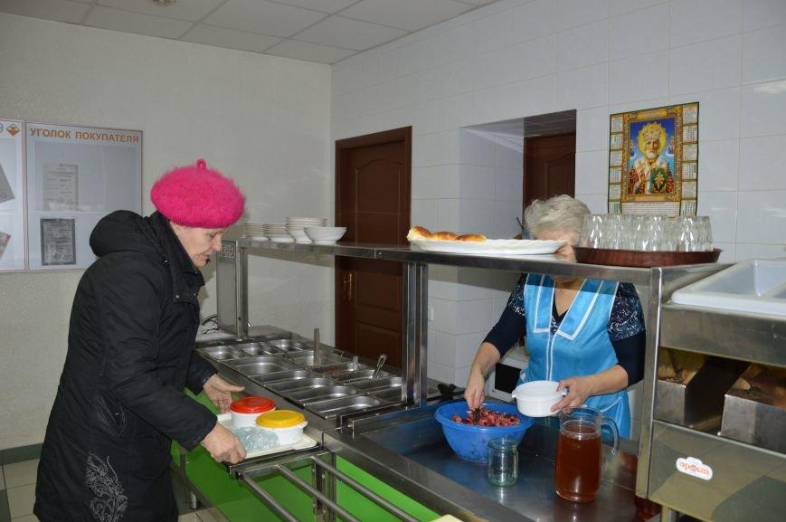 Социальные обеды в кафе «Ровесник» помогли выжить двум сотням авдеевцев (ФОТО), фото-5
