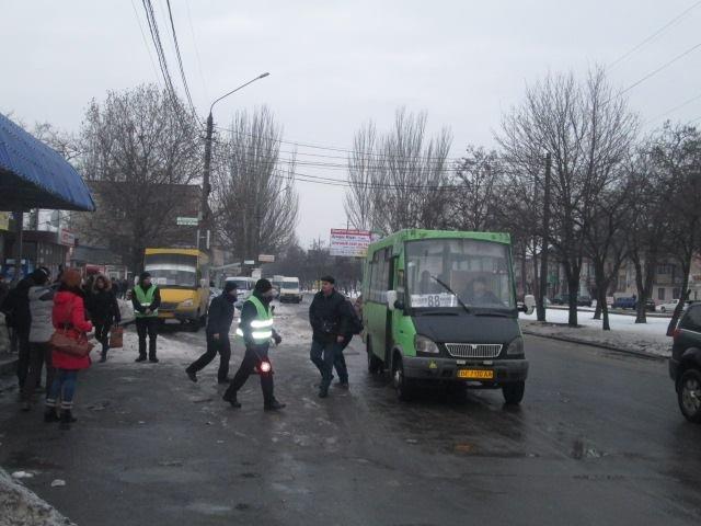 63fff7a4235b5b7ae0493953c94d8a6d В Николаеве разогнали нелегальных одесских перевозчиков