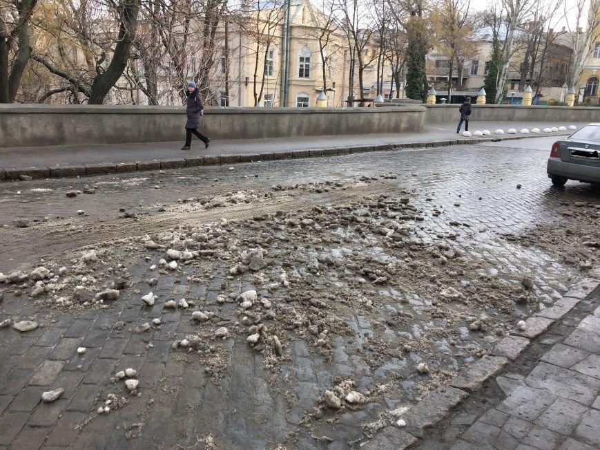 2a40aa9291872ff4ffcac535f00d342d Немного льда под колеса? В центре Одессы проказничают дворники