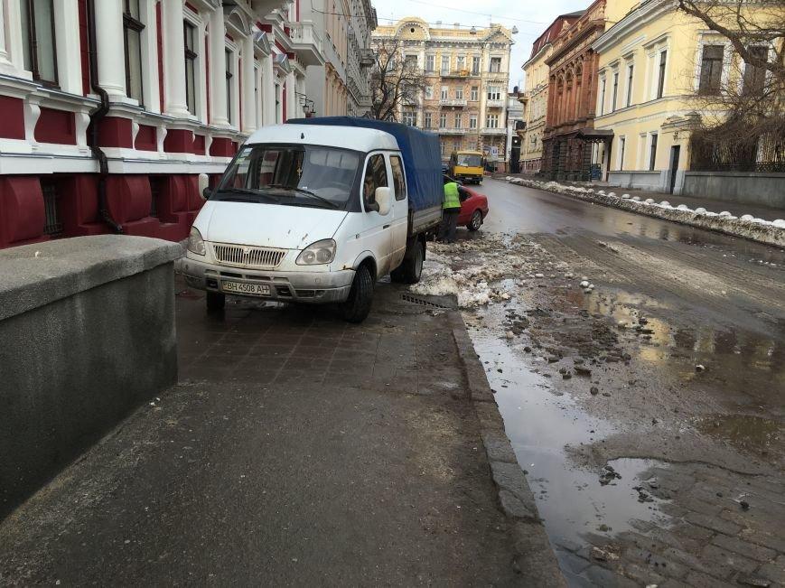 5abe96fdb380bbe2f02b439e8911545d Немного льда под колеса? В центре Одессы проказничают дворники