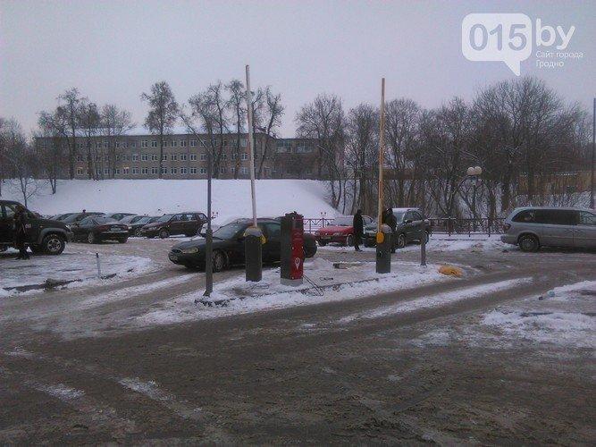 В Гродно решаются последние детали перед началом работы первой в городе платной парковки (фото) - фото 4