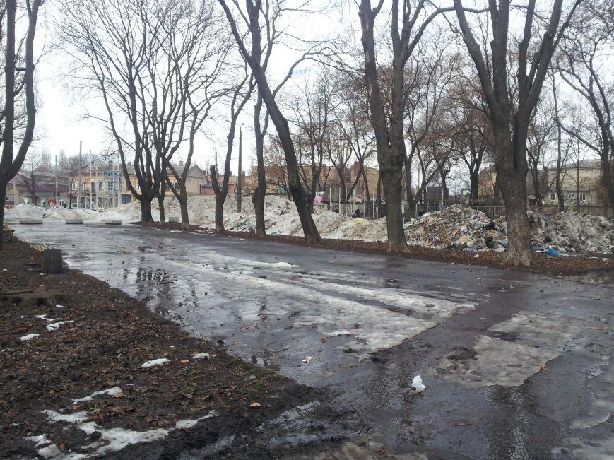 В центре Одессы парк превратили в гигантскую свалку: горы мусора достигают 3 метров (ФОТО) (фото) - фото 1