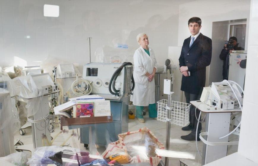 Ремонтні роботи головного корпусу дитячої обласної лікарні виконані на 95% (фото) - фото 1