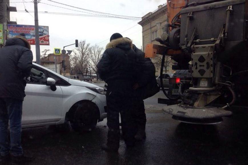 ДТП возле харьковского автовокзала: коммунальщики подрезали