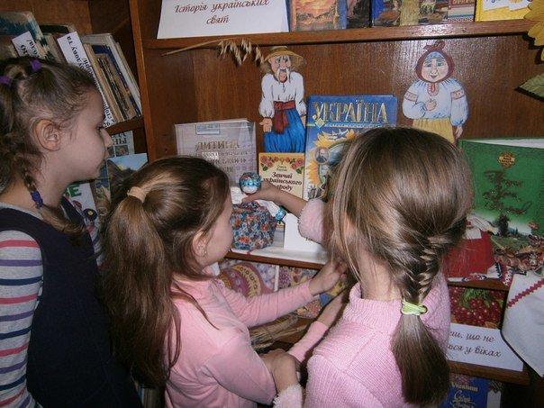 У дитячій бібліотеці Слов'янська представлена етнографічна виставка (фото) - фото 3
