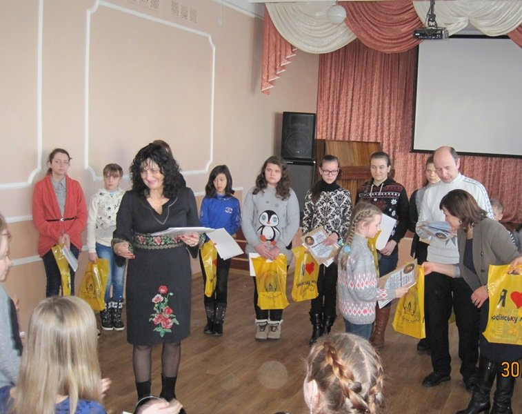 Школьники Доброполья приняли участие в Международном конкурсе по украинскому языку имени Петра Яцыка (фото) - фото 1