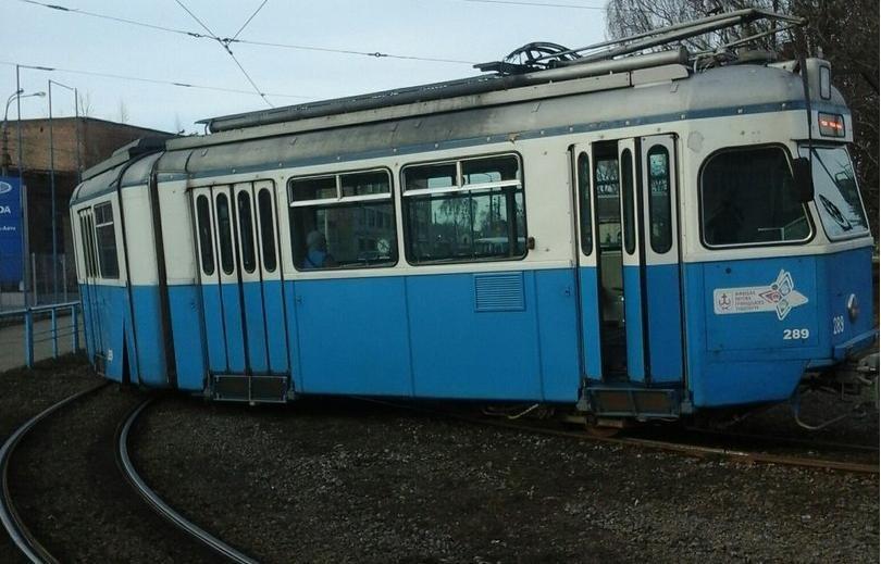 Біля залізничного вокзалу трамвай зійшов із колії (фото) - фото 1
