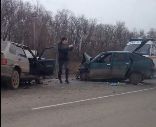 Один  человек погиб и двое пострадали в аварии под Ростовом (фото) - фото 1