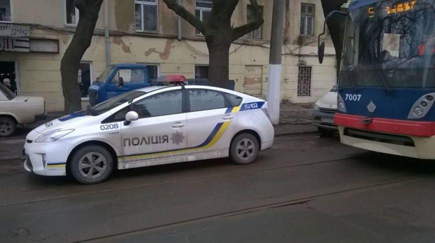 В центре Одессы полицейские заблокировали трамвайное движение (ФОТО) (фото) - фото 1