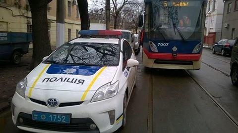 fc30a0e6ddf52b0433541c66d024751c В центре Одессы полицейские заблокировали трамвайное движение