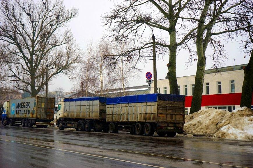 Автохамство грузовиков в Полтаве (ФОТО, ВИДЕО) (фото) - фото 2