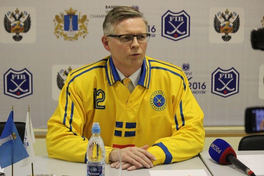 Посол Швеции с соотечественниками поддержали свою национальную команду, фото-3