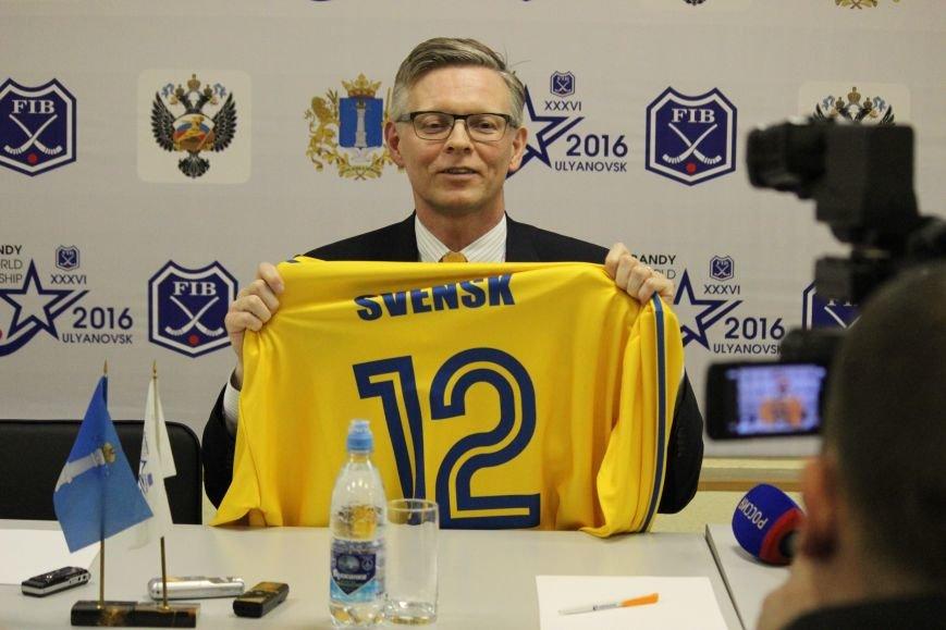 Посол Швеции с соотечественниками поддержали свою национальную команду, фото-1