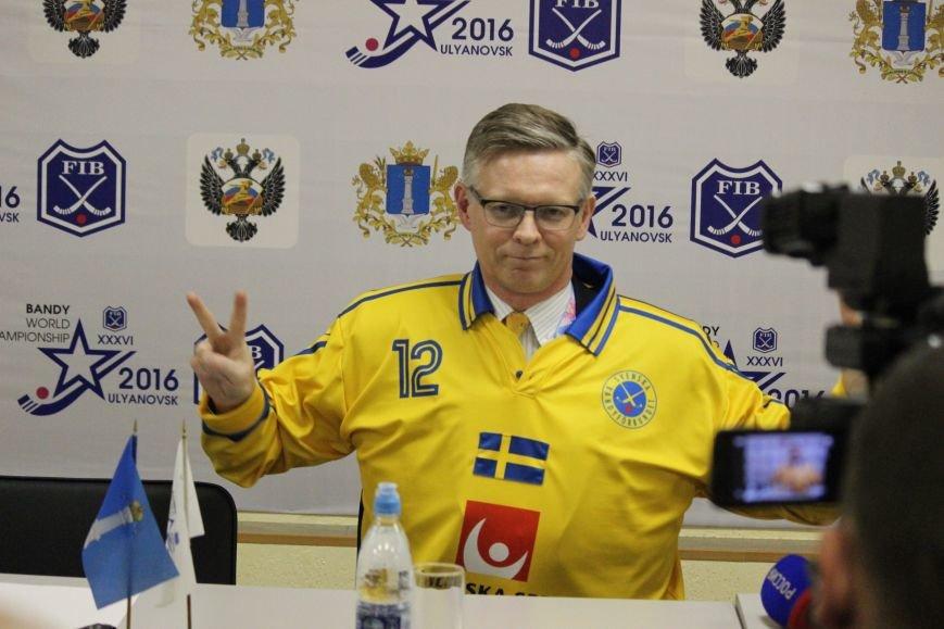 Посол Швеции с соотечественниками поддержали свою национальную команду, фото-2