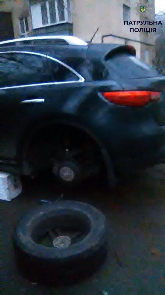 b0d8086655ec4b7a82a5c28698bc3b14 Одесские полицейские едва не задержали две банды съемщиков автомобильных колес