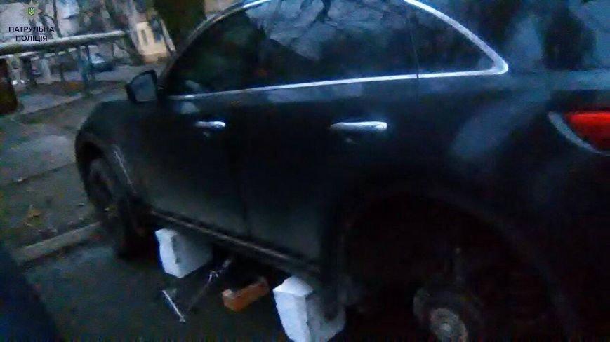 cba203fe24efca37c9780b0dc8551021 Одесские полицейские едва не задержали две банды съемщиков автомобильных колес