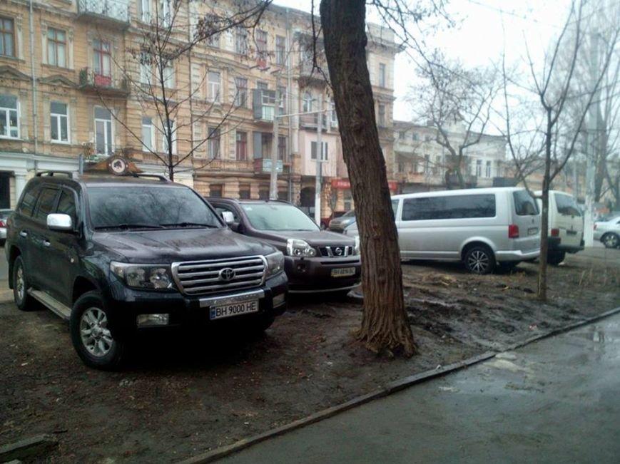 26f844344aa5e182ca82bc42d08471a9 В центре Одессы охранники нелегальной парковки живут в избушке на курьих ножках