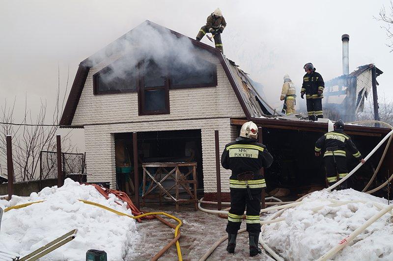 В Белгороде по улице Сумской сгорела мебельная мастерская (фото) - фото 8