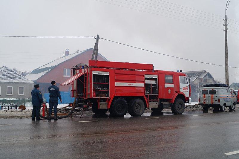 В Белгороде по улице Сумской сгорела мебельная мастерская (фото) - фото 2