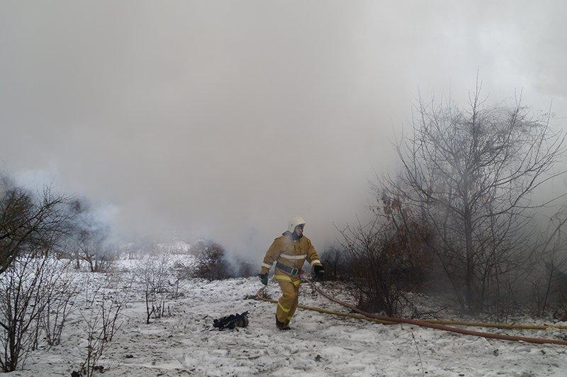 В Белгороде по улице Сумской сгорела мебельная мастерская (фото) - фото 4