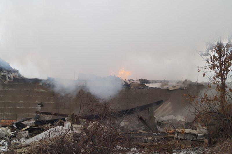 В Белгороде по улице Сумской сгорела мебельная мастерская (фото) - фото 9