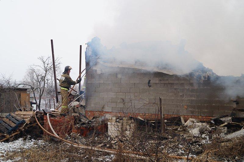 В Белгороде по улице Сумской сгорела мебельная мастерская (фото) - фото 10