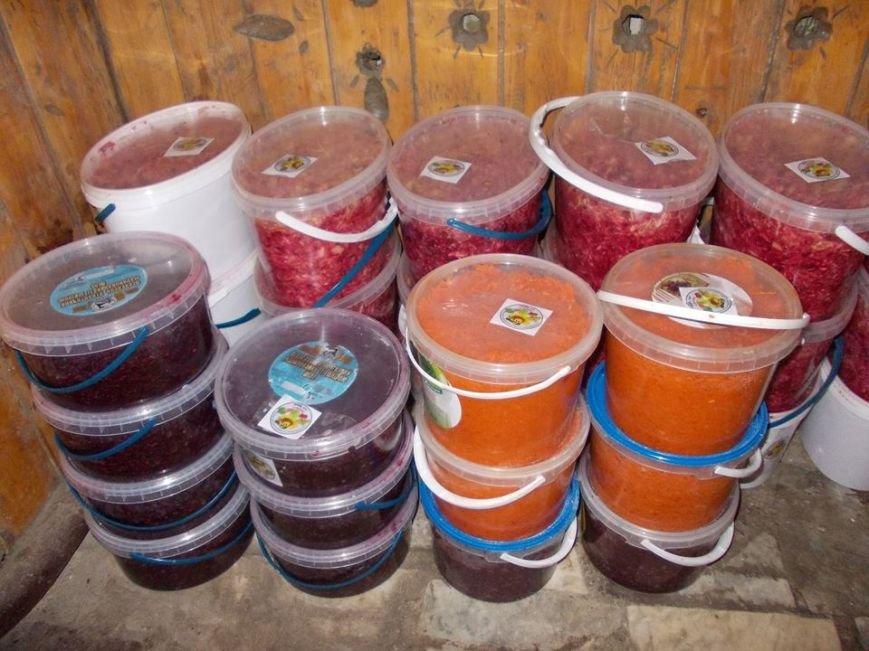 У Тернополі для бійців АТО близько півсотні господинь щовечора ліплять по 20 відер вареників (фото) (фото) - фото 1