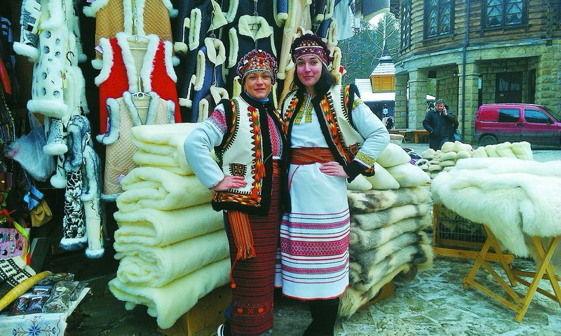 За 20 гривень у Яремчі можна перевтілитися на гуцулку (фото) - фото 2