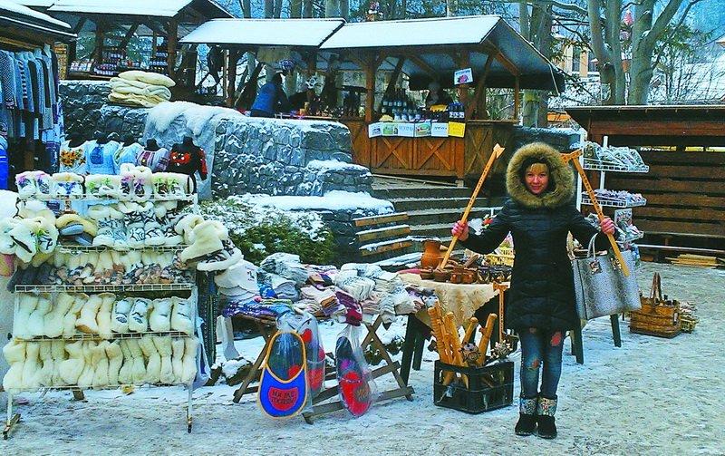 За 20 гривень у Яремчі можна перевтілитися на гуцулку (фото) - фото 1