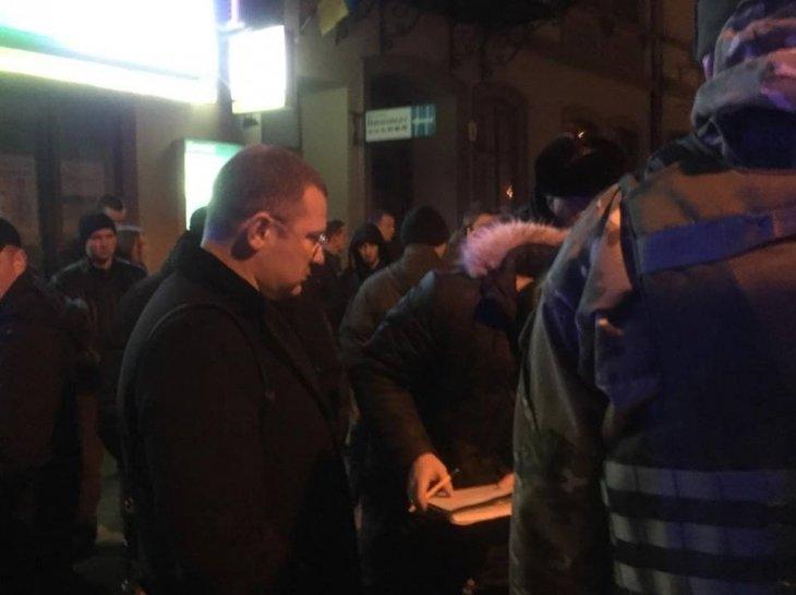 Вчора в центрі Франківська на очах у перехожих затримали групу озброєних злочинців (ФОТО), фото-3