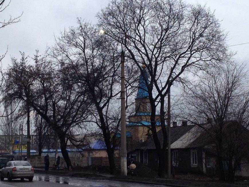 Фонари в Доброполья горят днем, прожигая деньги (ФОТОФАКТ) (фото) - фото 1