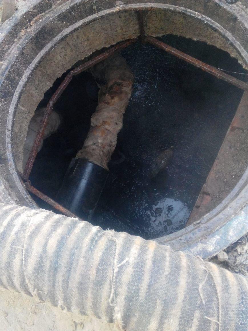 В Полтаве провалился канализационный коллектор: дома затапливает фекалиями, фото-3