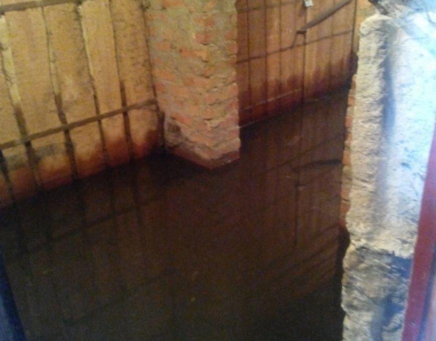 В Полтаве провалился канализационный коллектор: дома затапливает фекалиями, фото-5