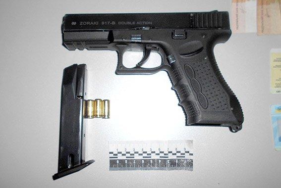 В Одесской области два брата с пистолетом отобрали у бизнесмена 900 тысяч (ФОТО) (фото) - фото 1
