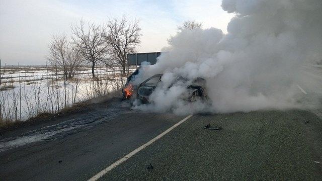 Под Днепропетровском загорелась машина с водителем внутри: фотографии (фото) - фото 4
