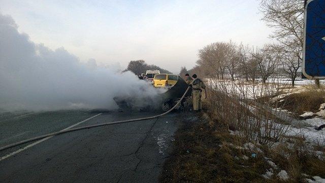 Под Днепропетровском загорелась машина с водителем внутри: фотографии, фото-1