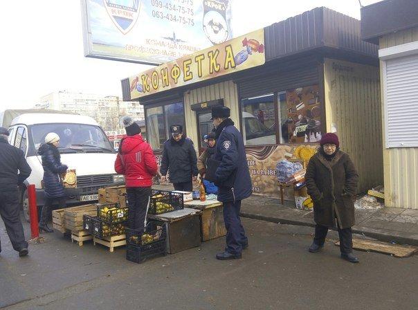 Патрульные разогнали стихийный рынок на Победе (ФОТО), фото-1