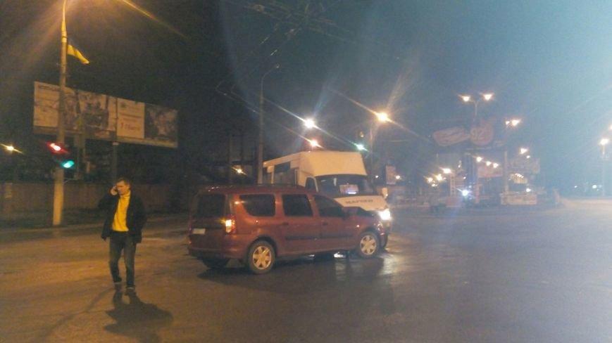 В Мариуполе маршрутка столкнулась с