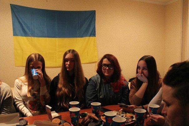 Молодежь Красноармейска и Димитрова сегодня вспомнила творчество и жизнь Кузьмы Скрябина, продолжающего жить в памяти фанатов (фото) - фото 1